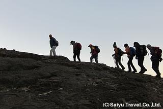 早朝、ラスダシャンの頂を目指して出発
