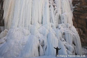 完全に凍った瀑布