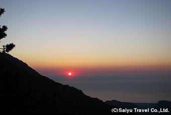 エーゲ海から昇る朝日