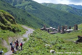 ウシュグリ村でのハイキング