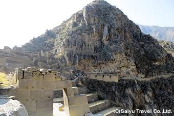 山の斜面に造られた遺跡