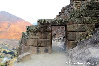 美しい石組の門