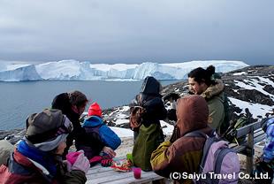 氷山を眺めながらのティータイム