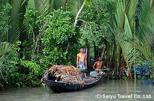 モングラ付近の川沿いにて