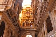 ラジャスタン 砂漠と色彩のインド4都周遊
