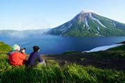 花と火山の千島列島を歩く